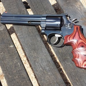 "Smith & Wesson 586 6"" Hogue Grips"